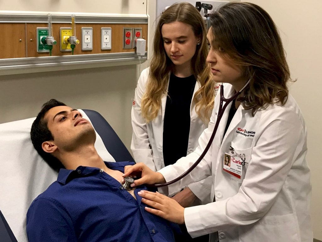 Carle Illinois College of Medicine at the University of Illinois students practice their clinical skills.